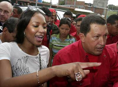 Naomi Campbell, con Hugo Chávez en Caracas.