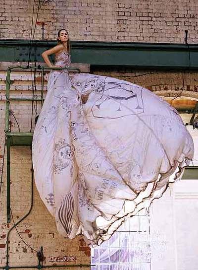 Uno de los 23 vestidos que se exhibirán desde el miércoles en The Wapping Project.
