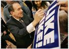 El republicano Huckabee pone en apuros la candidatura de McCain