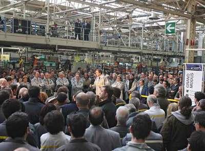 Zapatero promete diálogo a los trabajadores