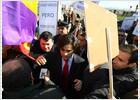 Un grupo de manifestantes intenta agredir a dos consejeros en Parla