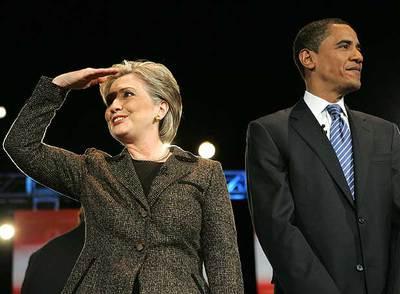 Hillary Clinton y Barack Obama, poco antes de comenzar el debate de Ohio, el martes pasado.