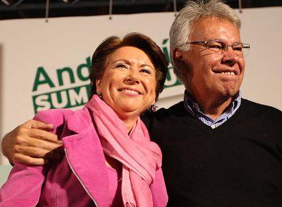 Magdalena Álvarez y Felipe González, durante un mitin celebrado ayer en Málaga.