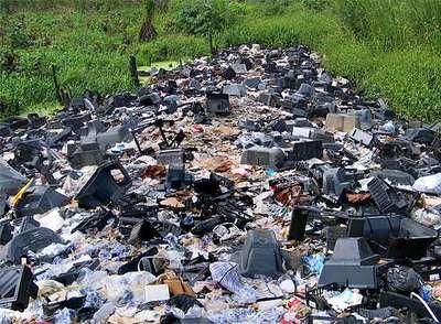 Un estercolero tecnológico en Lagos (Nigeria).