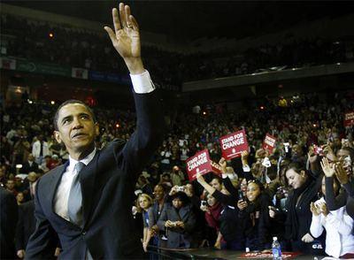 El senador y candidato demócrata Barack Obama sabe cómo conectar con las personas a las que habla.