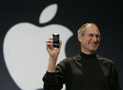 Steve Jobs, uno de los grandes genios. El fundador de Apple sólo sabe revolucionar el mercado: Macintosh, iPod y iPhone… ¿necesita más presentación?
