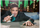 Robbie Williams se pierde entre ovnis