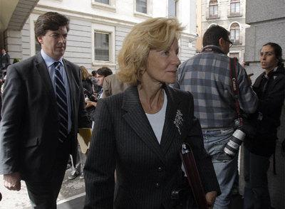 Elena Salgado, a su llegada ayer al Congreso de los Diputados.