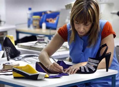 El zapato espa ol se hace mundial edici n impresa el pa s for Fabricantes de sillas para bolear zapatos