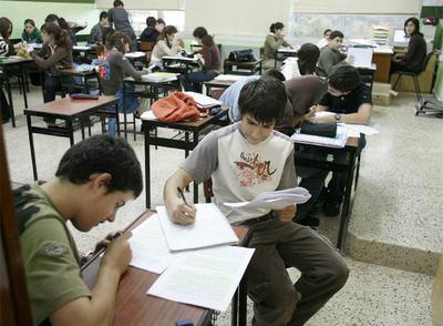 Alumnos de Secundaria en una clase del colegio concertado Vizcaya, en Zamudio.