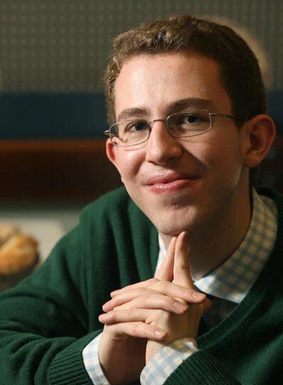 Este joven genio  aspira a crear una obra intelectual.