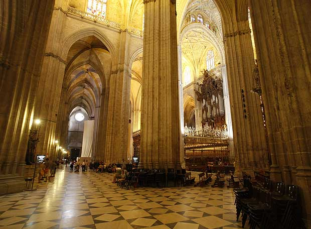 Un aspecto del interior de la catedral de sevilla - Catedral de sevilla interior ...