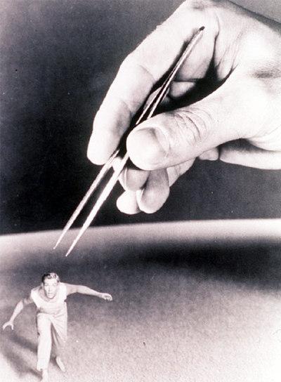 Fotograma de la película   El increíble hombre menguante   (1957), de Jack Arnold.