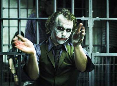 Heath Ledger, en el papel de Joker, en un momento de   El caballero oscuro,   de Chritopher Nolan.