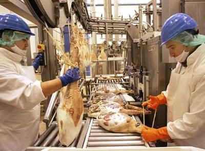 Empleados de Campofrío, en una de las instalaciones de la compañía.