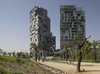 Dos obras del pabellón español en Venecia: fachada perforada de Clotet, Paricio y Abeba en Barcelona.