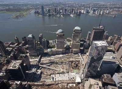 El solar que ocupaban las Torres Gemelas, fotografiado en vísperas del primer aniversario del 11-S.