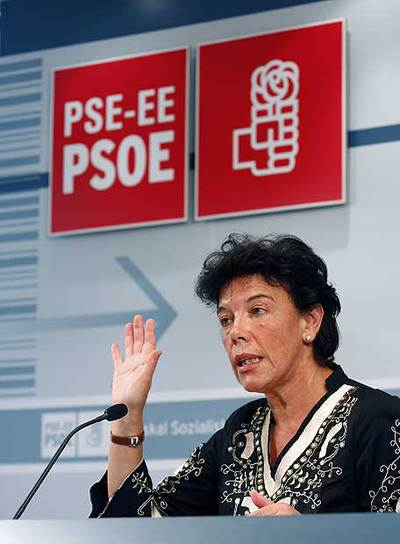 Isabel Celaá, durante su rueda de prensa de ayer en Bilbao.