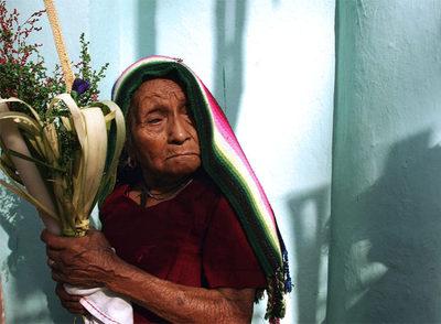 Una mujer del pueblo de Panchimalco (cerca de San Salvador), retratada en la procesión del Domingo de Ramos el 1 de abril de 2007.