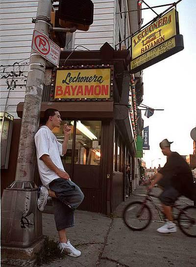 El español y el inglés conviven en las calles de EE UU, como ésta de Patterson, Nueva Jersey.