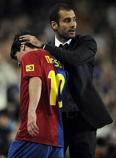 Pep Guardiola felicita a Messi por su actuación ante el Atlético.