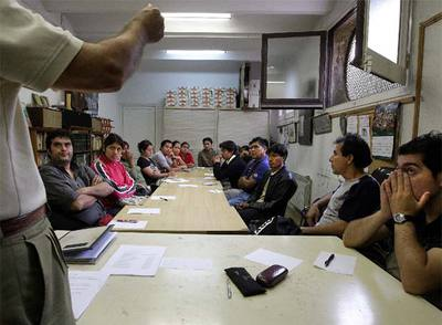 Sin papeles sin trabajo y con el agua al cuello edici n for Trabajos en barcelona sin papeles