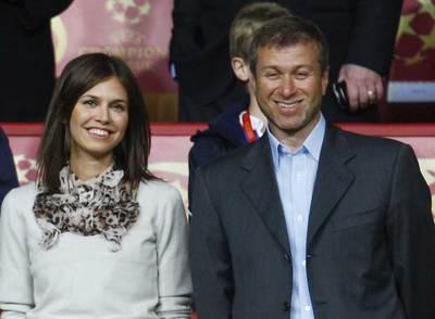 Román Abramóvich y su novia, Daria Zhukova, en el estadio Luzhniki de Moscú en mayo pasado.