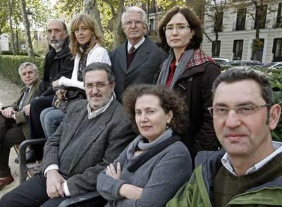 De izquierda a derecha y de arriba abajo, los expertos Francisco Etxeberria (forense), Antonio Doñate (juez), Queralt Solé, Francisco Espinosa y Mirta Núñez (historiadores), y Manuel Escarda (forense).