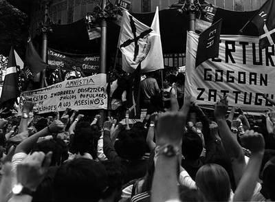 Protesta en San Sebastián, en 1977, por la desaparición del miembro de ETA Político-militar, Eduardo Moreno Bergaretxe,  Pertur .