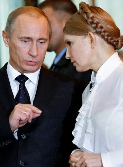 Putin habla con la primera ministra ucrania, Yulia Tymoshenko.