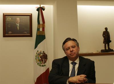 El procurador general de México, Eduardo Medina Mora, durante la entrevista.