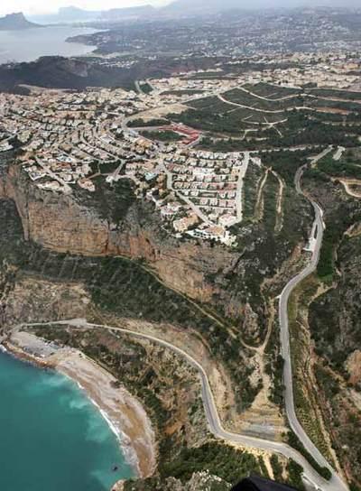 Costa de Benitatxell, Alicante, donde hay una playa artificial y un puerto deportivo proyectado.