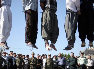 Cinco convictos ahorcados en Mashad, a mil kilómetros al noroeste de Teherán, en 2007.