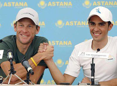 Lance Armstrong y Alberto Contador, en la rueda de prensa que ofrecieron ayer en Tenerife.