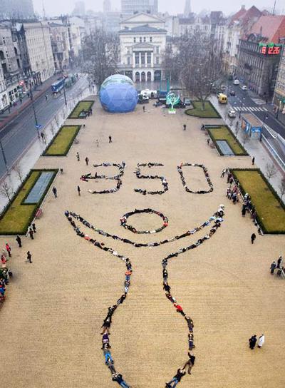 Protesta de los ecologistas de 350.org ayer en Poznan.