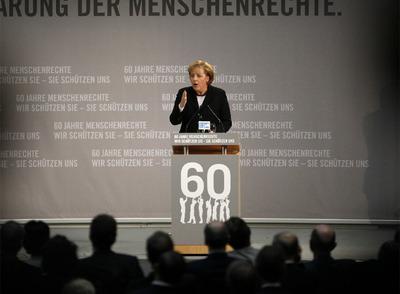 La canciller alemana, Angela Merkel, en un acto conmemorativo del 60º aniversario de la Declaración de los Derechos Humanos, ayer en Berlín.