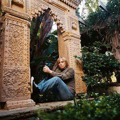 Tom Petty,  lleva el espacio de radio   Buried Treasure.