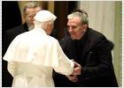 Ratzinger recibe a los 'kikos' como nuevos cruzados contra el laicismo