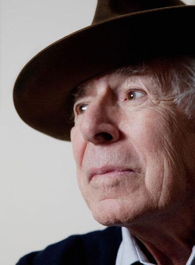 Jean Daniel, retratado  en su estudio de París, en diciembre de 2008.