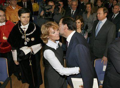 Esperanza Aguirre y Mariano Rajoy , en la investidura de Rodrigo Rato como doctor  honoris causa  de la Universidad Rey Juan Carlos.