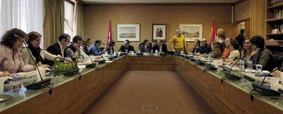 Jueces decanos y miembros del comité de huelga, durante la reunión que mantuvieron ayer en los juzgados de la plaza de Castilla.