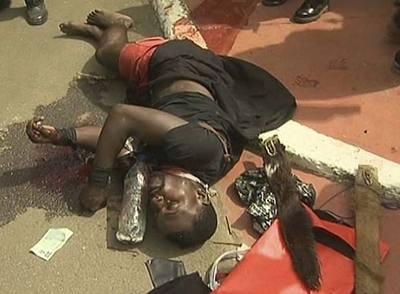El asaltante muerto durante el ataque al palacio presidencial de Malabo, en una imagen facilitada por el Gobierno de Guinea Ecuatorial.