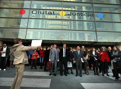 Jueces protestan a las puertas de la Ciudad de la Justicia de Valencia, donde el paro cosechó un gran seguimiento.