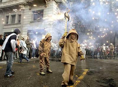 Correfoc  infantil en Barcelona con motivo de las fiestas de la Mercè.