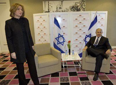 Tzipi Livni y Benjamín Netanyahu, poco antes de su reunión en Tel Aviv.