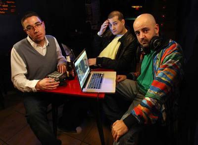 Los tres miembros de Cookin'Soul, de Valencia, productores de música para famosos raperos norteamericanos.