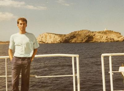 Feijóo, con 22 años, durante un viaje de fin de carrera a Ibiza.