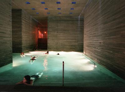 Interior de las Termas de Vals, en Suiza,  del arquitecto suizo Peter Zumthor, premiado con el Pritzker de arquitectura.