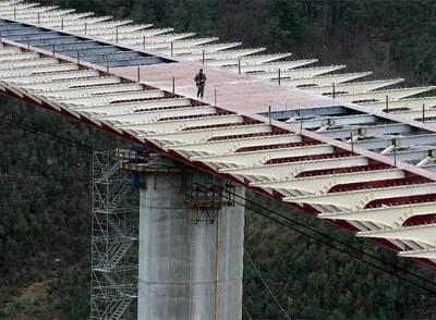 El puente del Regueirón, en la autovía A-63 a su paso por Salas, Asturias, uno de los más complejos construidos hasta ahora en España.
