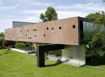 Edificio de Rem Koolhaas, que construyó entre los años 1994 y 1998, en el que se desarrolla la película.